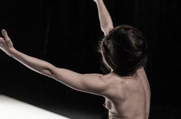 Yasmine Hugonnet «Le Récital des Postures»